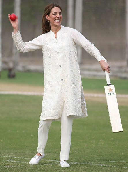 Kate Middleton wore a Shalwar Kameez by Pakistani textile company Gul Ahmed and a shawl by Maheen Khan