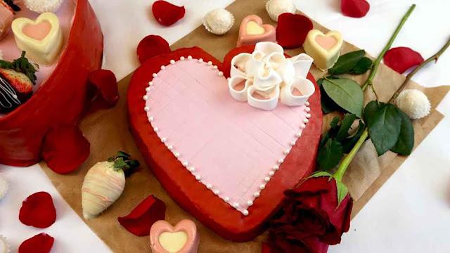tarta de corazón con tapa de caja de bombones