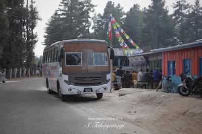 ネパールのユニークなバス