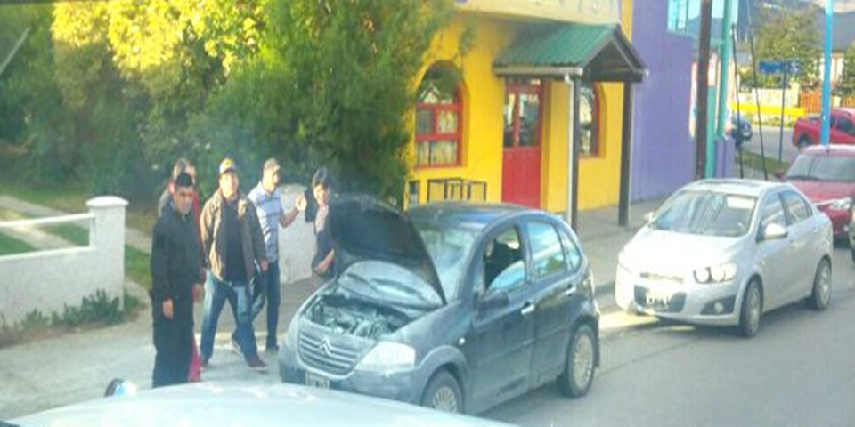 Incendio de un automovil en Ushuaia