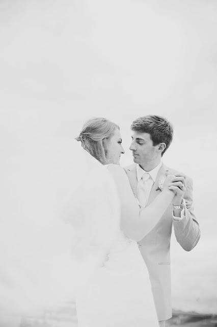 Marina Inn SIoux City wedding photograph