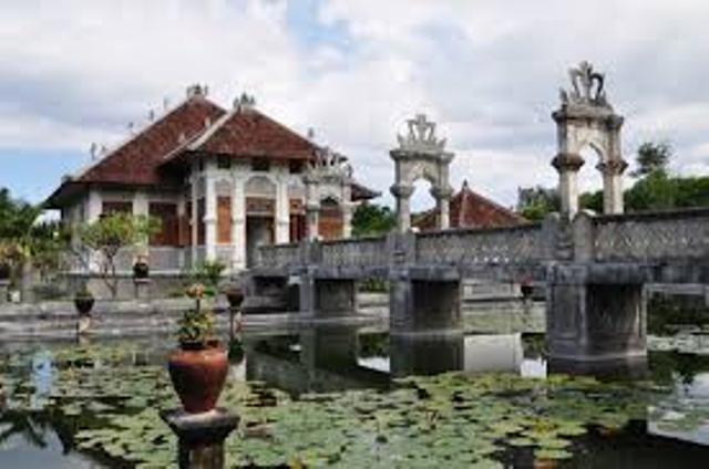 Istana Taman Ujung Air