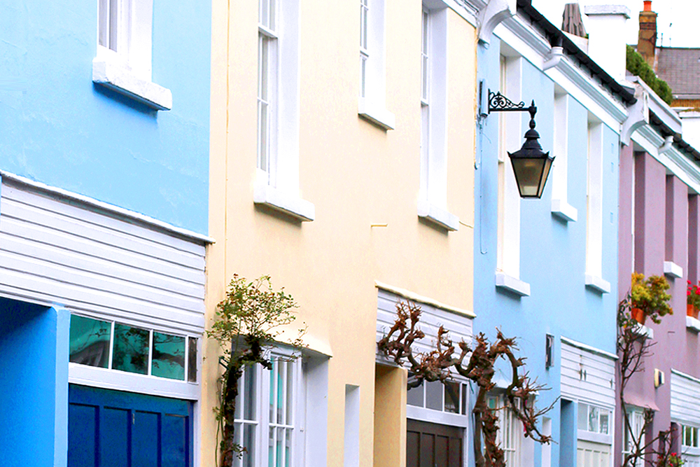 Colourful mews in Holland Park - London style blogger