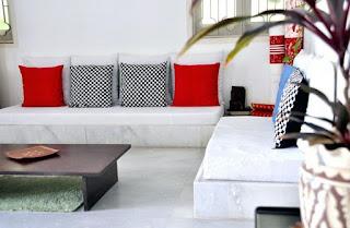 desain ruang keluarga dengan konsep baithak style