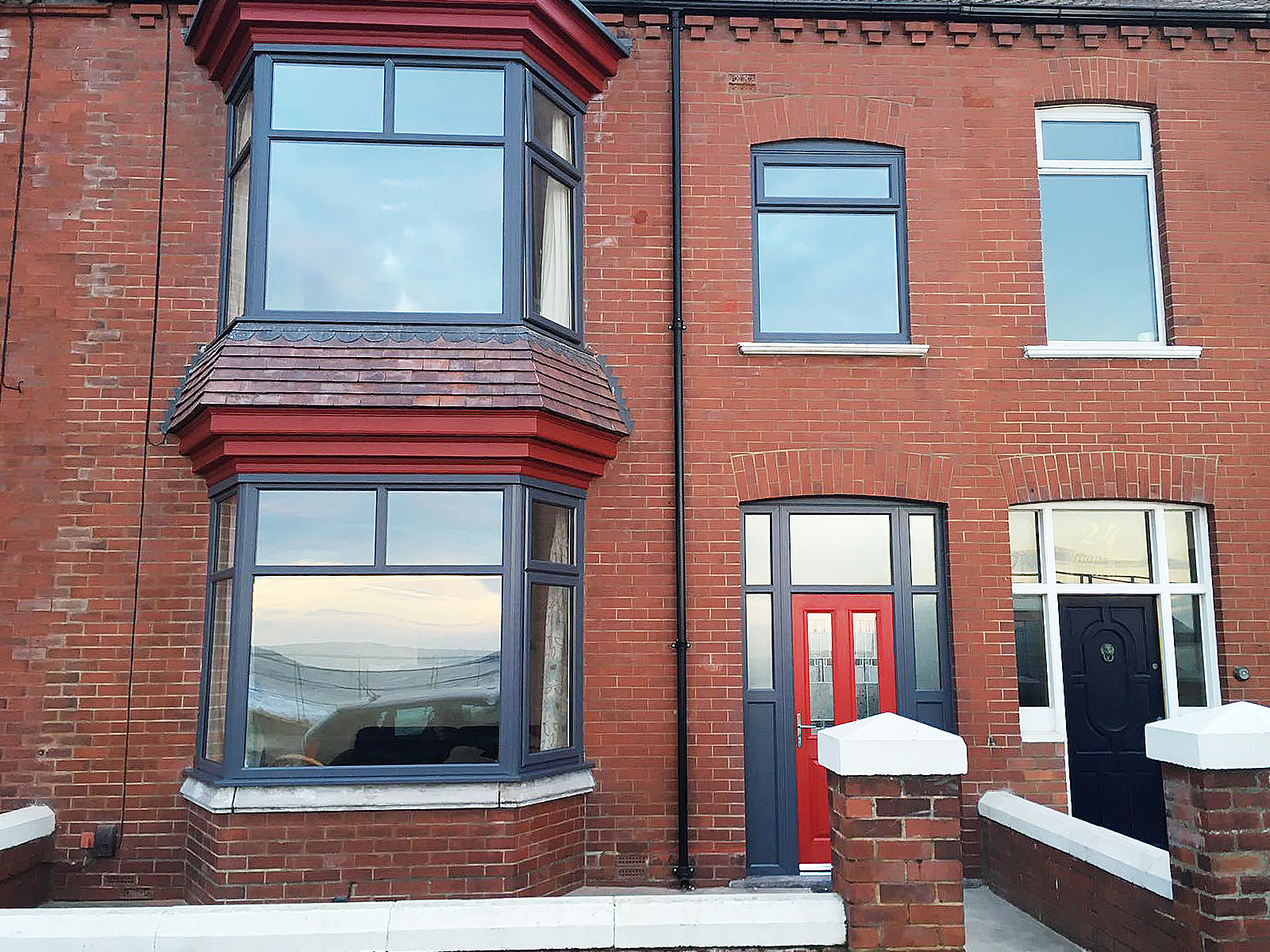 Full house of anthracite grey windows with red composite for Home with windows