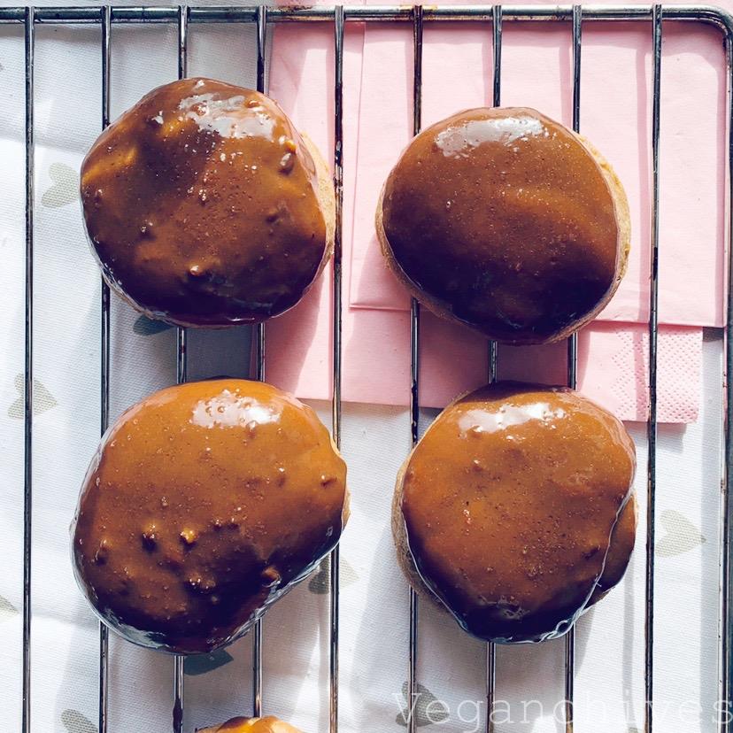 Pączki pieczone w piekarniku z mąki orkiszowej z powidłami śliwkowymi, bez cukru.