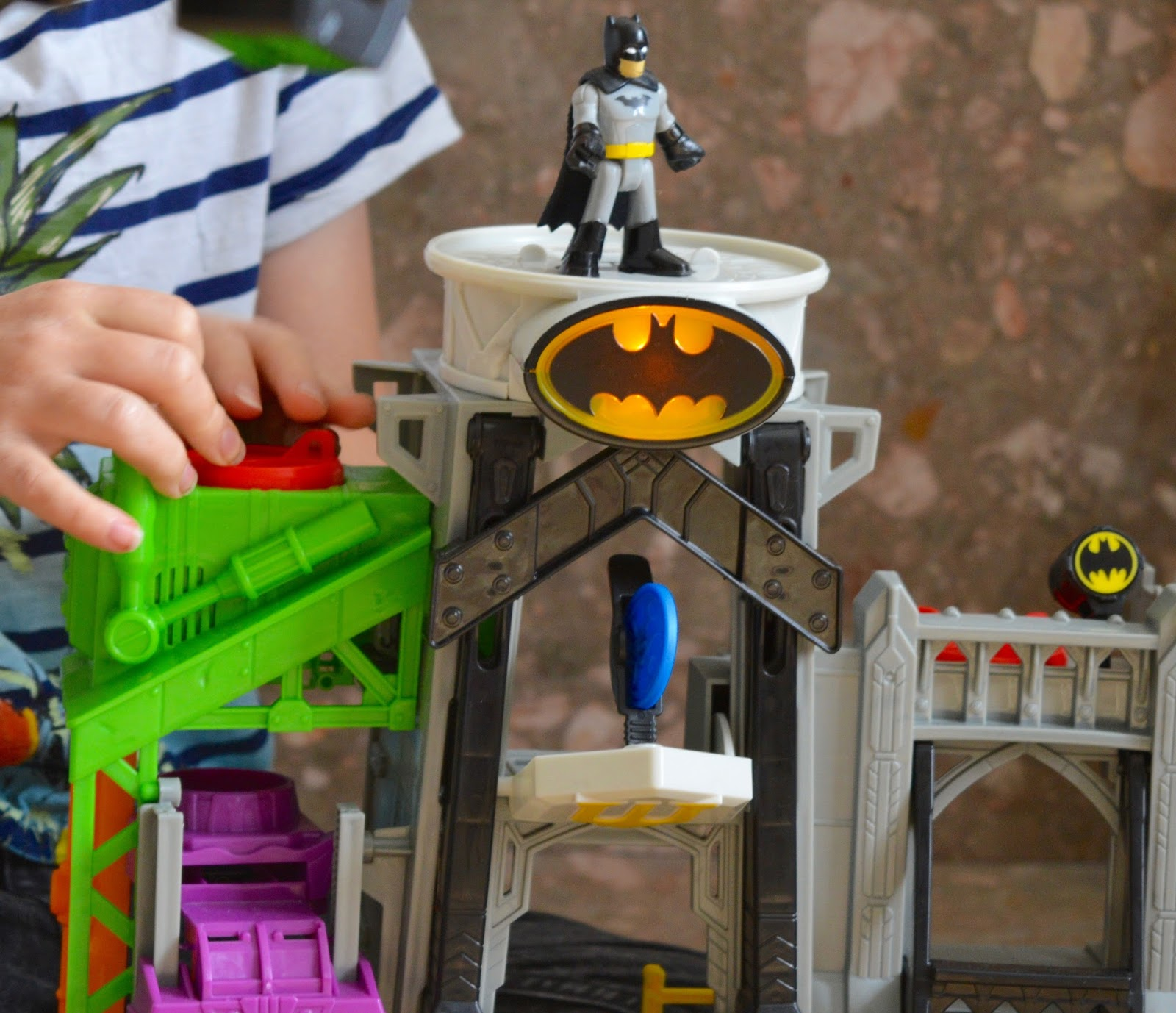 Fisher-Price Imaginext Super-Flight Gotham City | Batman Playset - A Review - Gotham City
