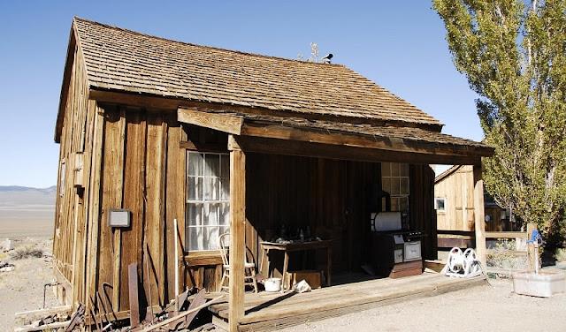 Toko pandai besi alias blacksmith abad ke 18 di Amerika Serikat