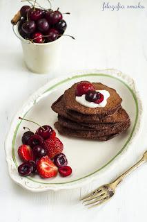 Kakaowe placuszki białkowe z owocami