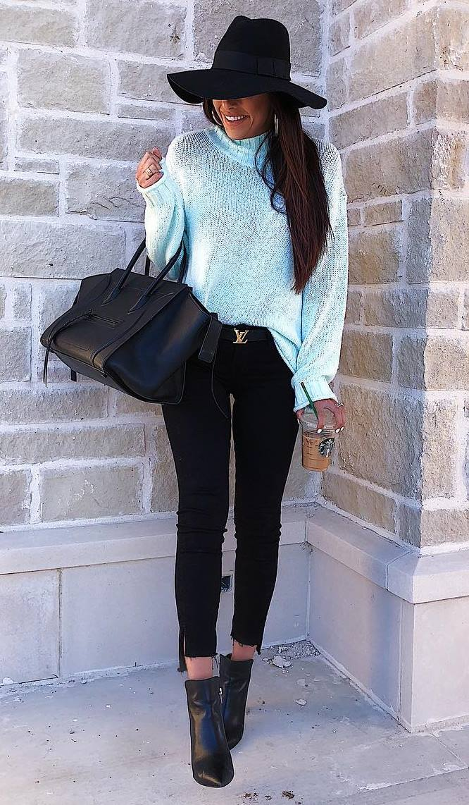 awesome outfit idea / black hat + white sweater + boots + bag + skinnies