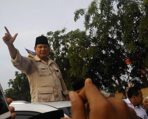 Hadiri Haul Mbah Priok, Prabowo Disambut Antusias Warga