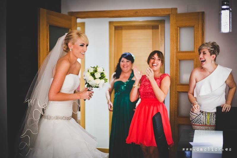 risas de novia y amigas