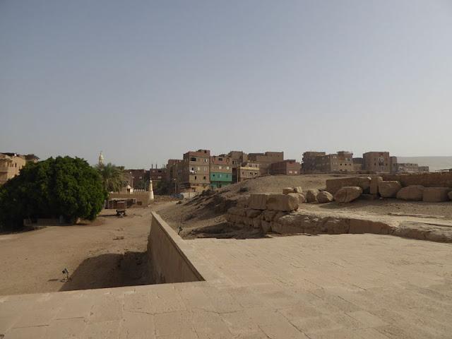 la città di abydos vista dal tempio