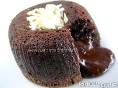 Vulcan de ciocolată (prăjitură/ brioşă)