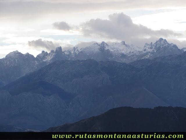 Vista del macizo central desde el Benzúa