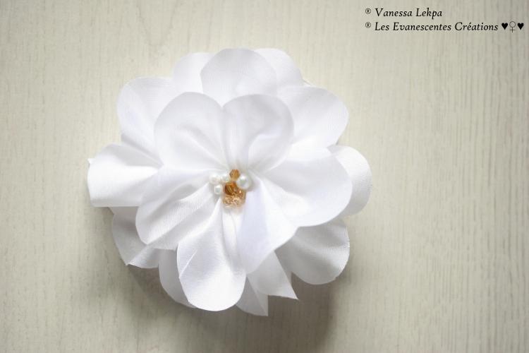 fleurs en tissus pour mariage. Black Bedroom Furniture Sets. Home Design Ideas