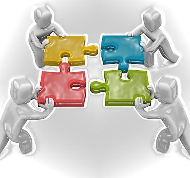 """Tujuan Diplomasi, Fungsi & Sejarah Diplomasi di Indonesia  - Apa itu Diplomasi? Secara umum atau dalam arti luas bahwa pengertian diplomasi adalah perpaduan antara ilmu dan seni perundingan atau metode yang berfungsi untuk menyampaikan pesan melalui perundingan untuk mencapai tujuan dan kepentingan negara baik dalam bidang politik, ekonomi, perdagangan, sosial, budaya, pertahanan, militer, dan berbagai kepentingan lain dalam bingkai hubungan internasional. Yang dimaksud Diplomasi menurut Kamus Besar Bahasa Indonesia (KBB) bahwa diplomasi adalah sebagai urusan penyelenggaraan perhubungan resmi antara satu negara dengan negara lain.  Bisa juga diartikan sebagai urusan kepentingan sebuah negara dengan perantaraan wakil-wakilnya di negara lain. Sejarah Diplomasi Yang Terjadi di Indonesia Berkaca pada sejarah Indonesia, Diplomasi memiliki fungsi besar terhadap yang dirasakan negara Indonesia saat ini.  Salah satu contohnya yang dilakukan oleh Sjahrir untuk mendapatkan pengakuan internasional atas keberadaan Republik Indonesia sebagai negara yang berdaulat yang dikenal dengan """"Diplomasi Syahrir"""".  Baik itu pengakuan secara de jure ataupun de facto. Pengakuan de jure adalah pengakuan berdasarkan hukum internasional bahwa indonesia secara resmi diakui dari dunia luar.  Sedangkan de Facto bahwa indonesia telah memenuhi unsur negara berdaulat dan memiliki pemimpin.  Prinsip dasar politik luar negeri dan diplomasi Indonesia adalah """"bebas aktif"""". Hal itu saat dikemukakan pertama kali pada tahun 1946 oleh Sjahrir pada Asia Conference di New Delhi.  Kembali diperjelas pada sidang """"Komite Nasional Indonesia Pusat"""" oleh M. Hatta yang berjudul """"mendayung antara dua karang"""".  Maksud dari arti diplomasi bebas aktif Indonesia ini, ketika ditelaah arti Bebas adalah bahwa Indonesia berhak mementukan penilaian dan sikap kita sendiri terhadap masalah dunia.  Selain itu bebas dari keterikatan pada satu Blok kekuatan di dunia serta persekutuan militernya. Yang dimaksud dengan Aktif adalah se"""