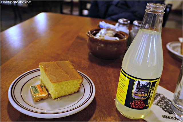 Union Oyster House en Boston: Pan de Maíz y Limonada