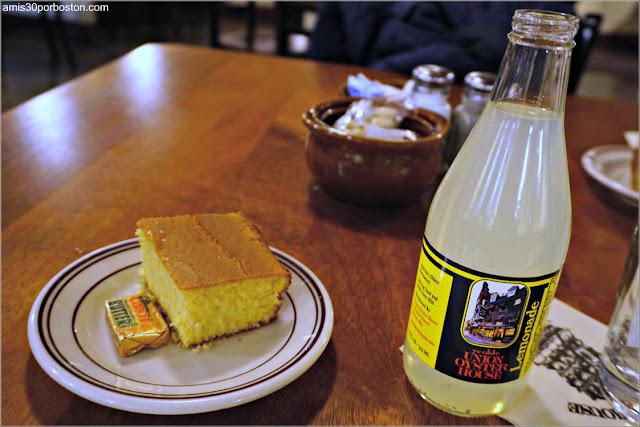 Union Oyster House en Boston: Pan de Maíz y Limonada