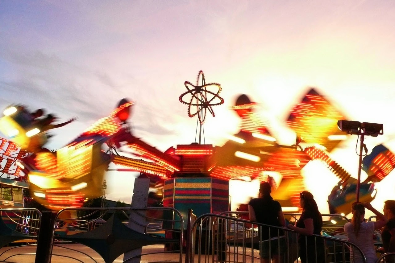 Eugene, Lane County Fair, summer, whirling, spinning, ride, waiting for a ride