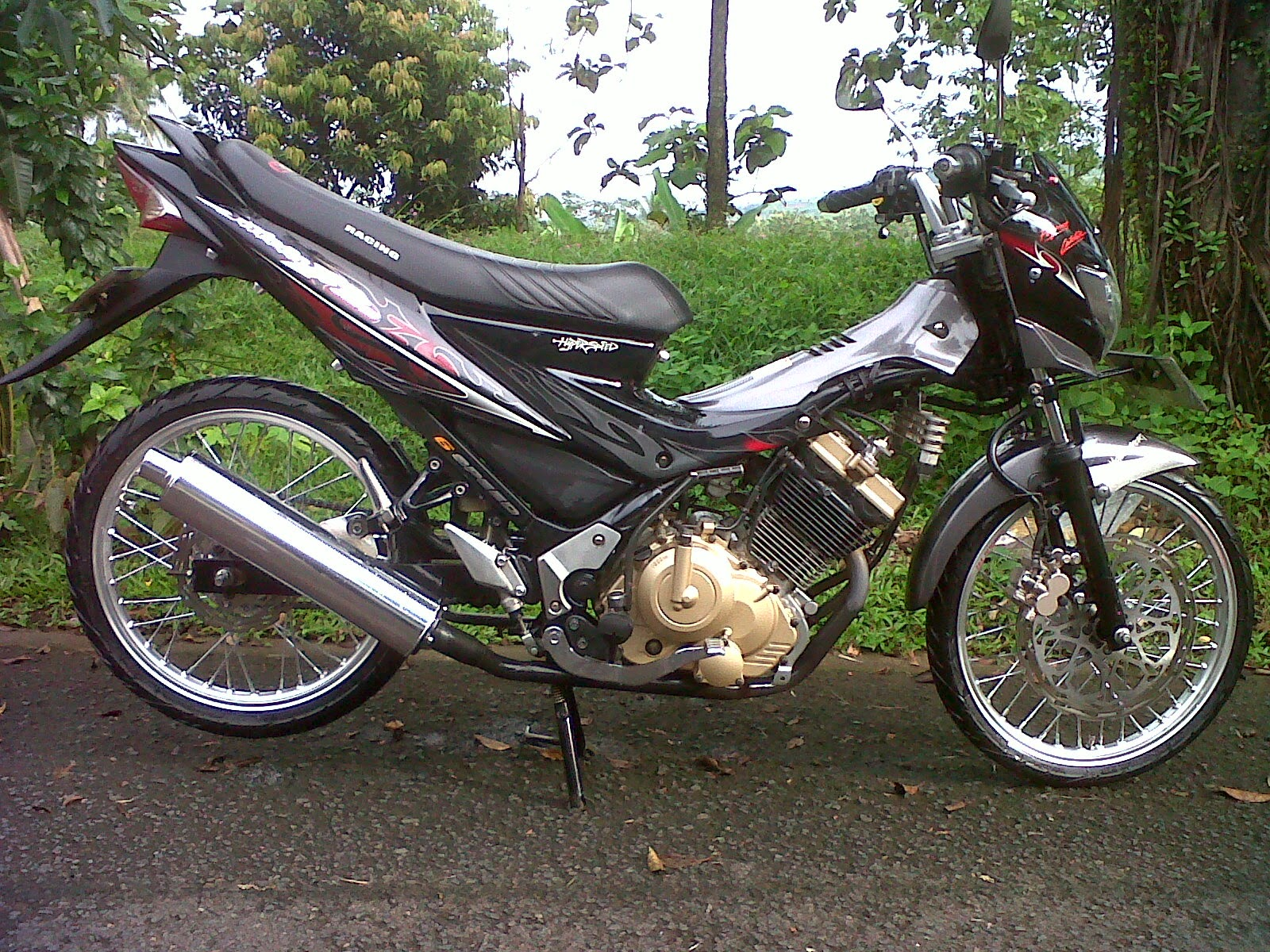 MODIFIKASI MOTOR SATRIA FU DENGAN VELG JERUJI WELCOME TO BLOG