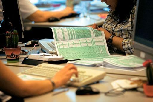 ΥΠΟΙΚ: 1 στους 2 έχει υποβάλει φορολογική δήλωση