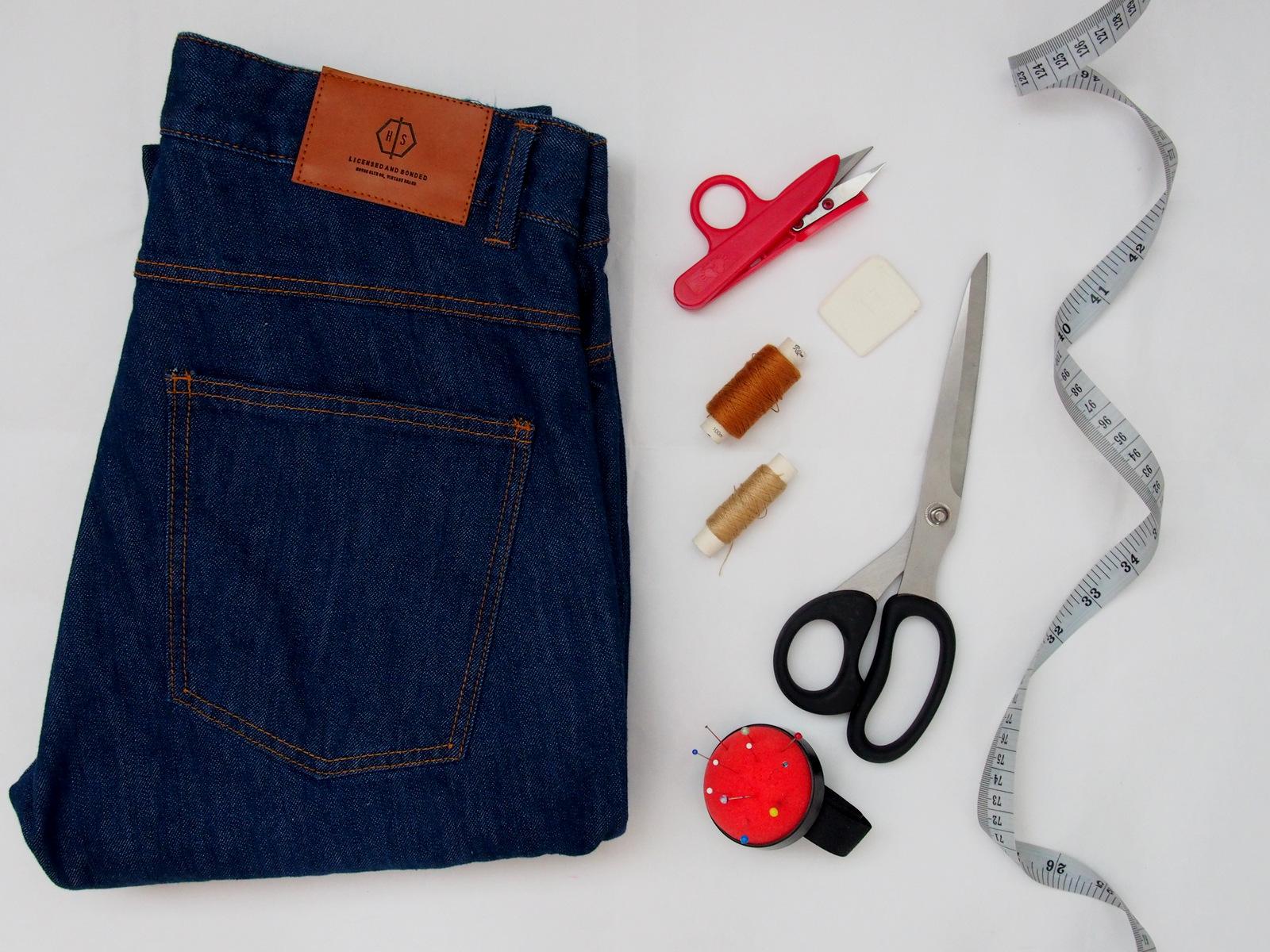 DIY: vystrihnite pánske šortky z dlhých riflových nohavíc // summer cut off denim shorts for men