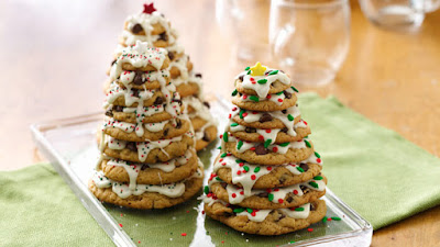 arvores de natal feita com varios cookies