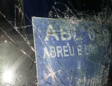 Homens armados assaltam ônibus com funcionários da Jeep em Goiana