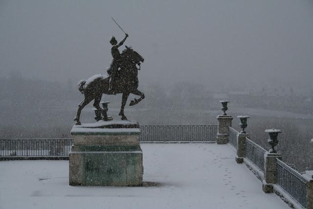 Jeane d'Arc vaillante malgré la neige (fin novembre 2010)
