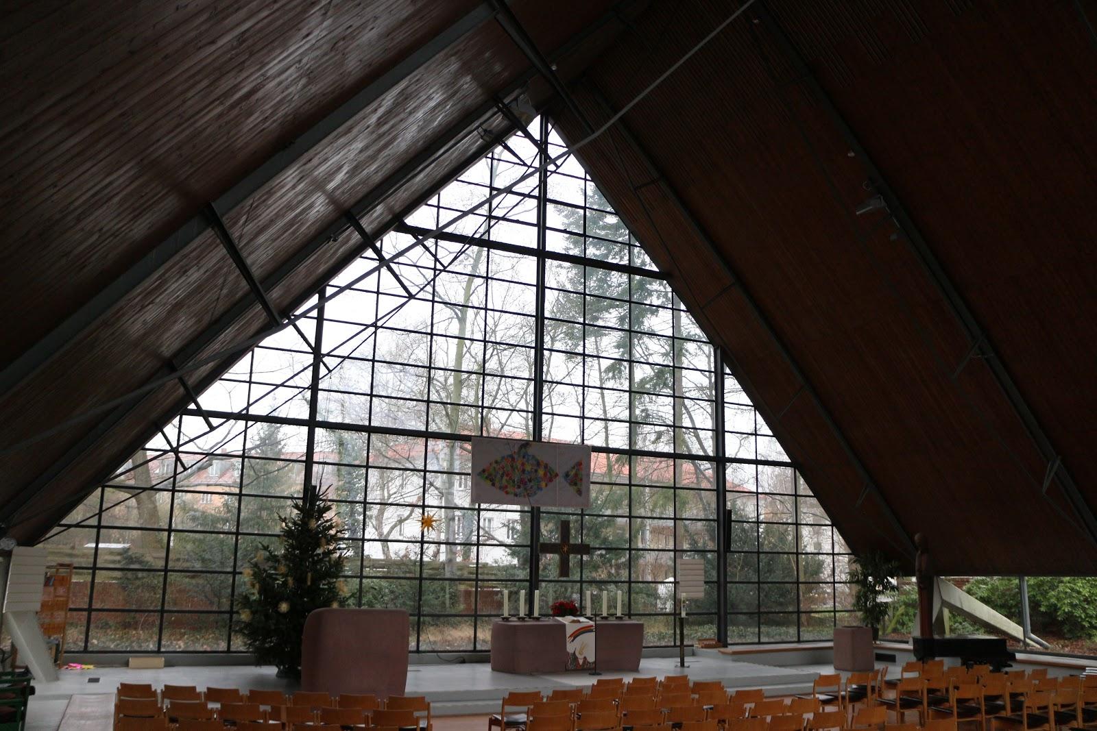 膜ではないフライオットーの建築 ベルリンシェーノウ教会 スパン