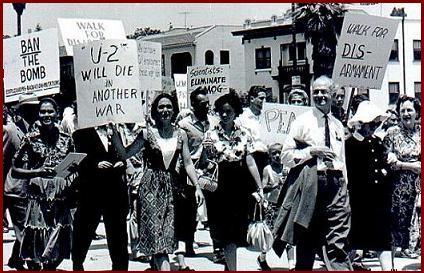 manifestación pacifista, armas nucleares, comisión científicos atómicos, Linus Pauling, medicina, medicine, ortomolecular, orthomolecular, celular, nutrición, química, ciencia, biología, molecular, bioquímica