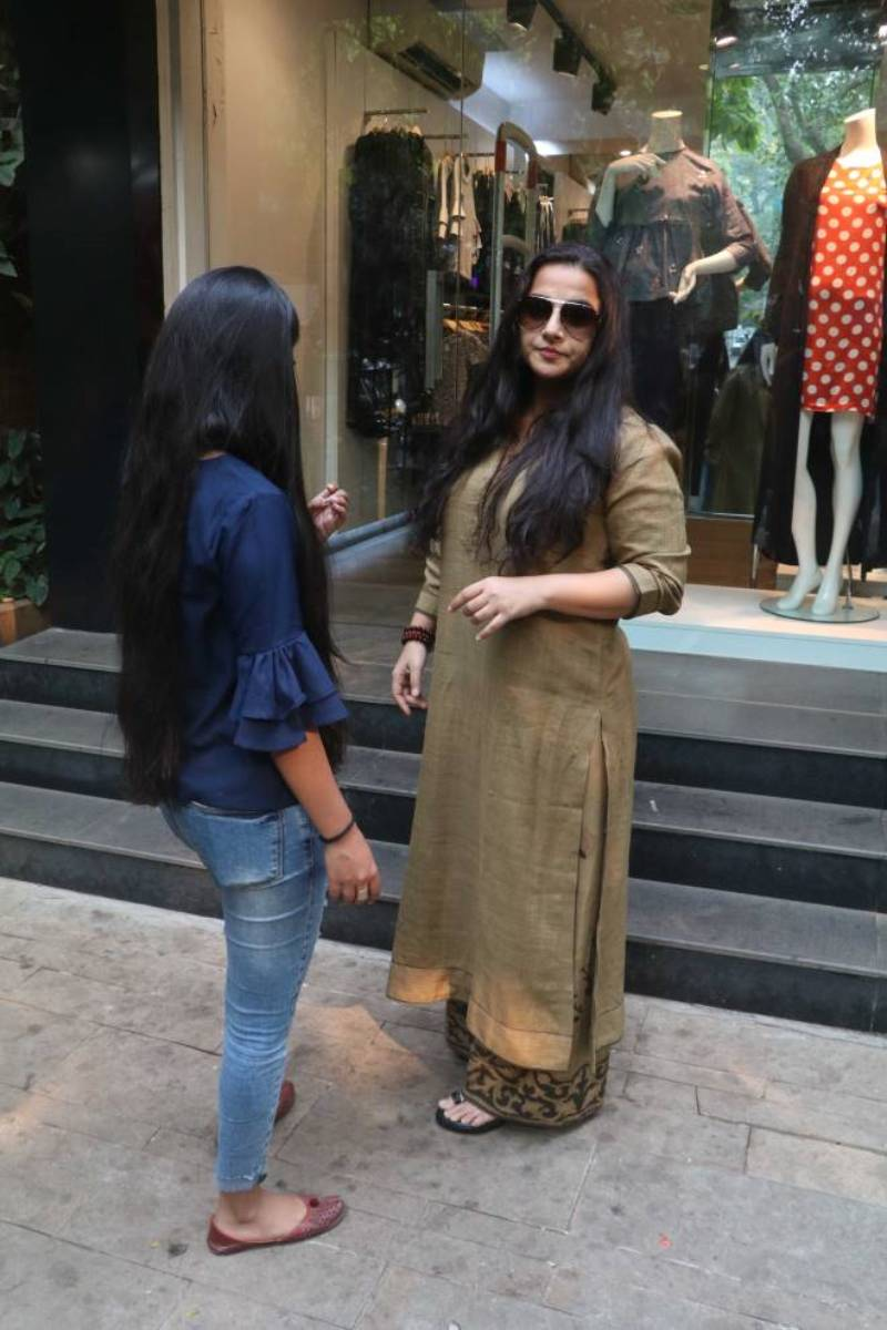 Indian Model Vidya Balan spotted In Mumbai Streets