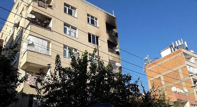 Diyarbakır Bağlar Kaynartepe Mahallesinde binanın son katında yangın
