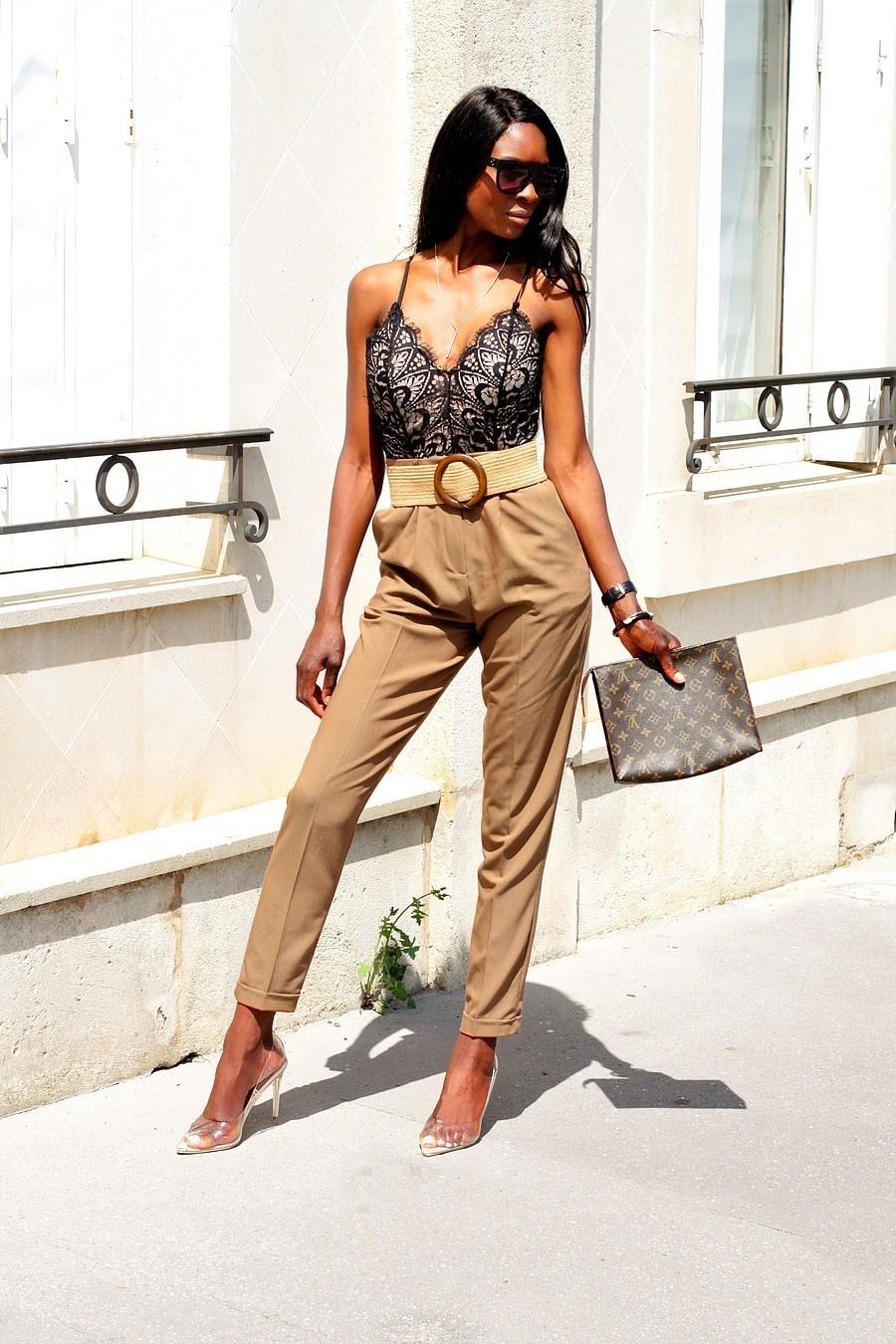 inspiration-look-avec-body-dentelle-pantalon-carotte-pochette-louis-vuitton