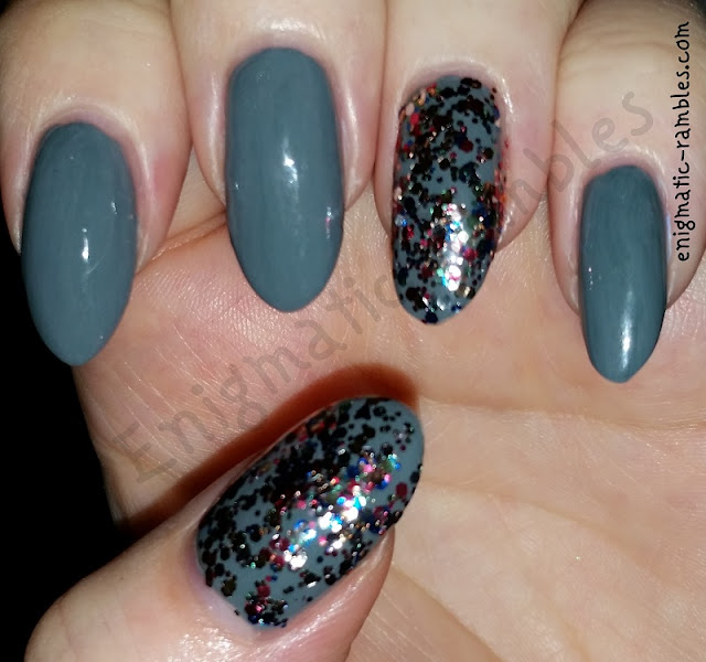 grey-colour-accent-glitter-nail-nails-art