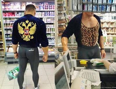 Lustiger Mann in zu enger Leggings beim Einkaufen - Sportliche Typen