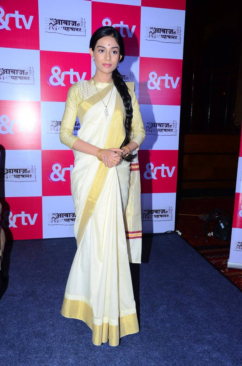 Amrita Rao Photos In White Saree