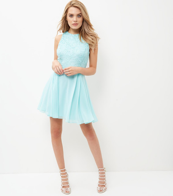 http://www.newlook.com/fr/shop/womens/dresses/mint-green-chiffon-lace-skater-dress-_375608637