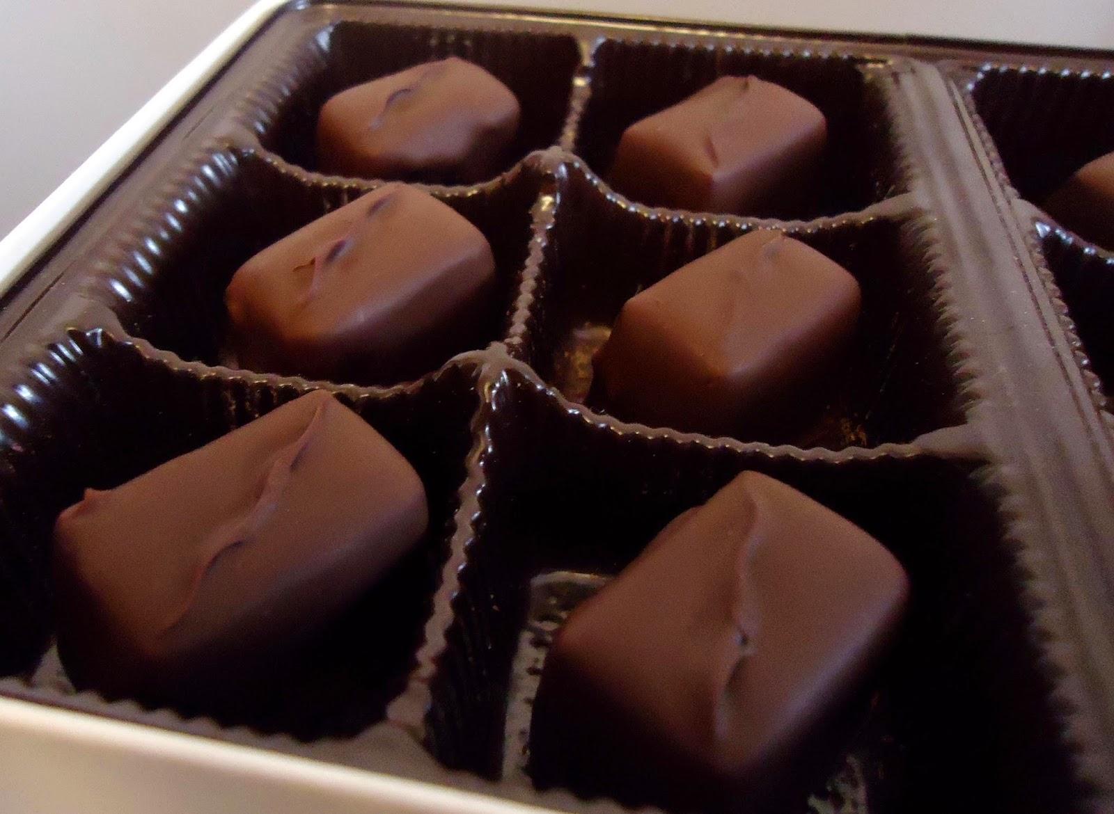 chocolats fins ganache chocolat noir et basilic blogs de cuisine. Black Bedroom Furniture Sets. Home Design Ideas