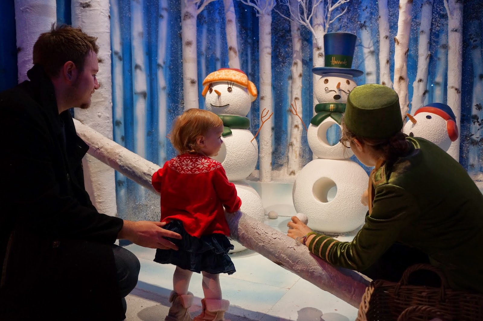 harrods christmas santa's grotto 2014 snowmen throwing snowballs