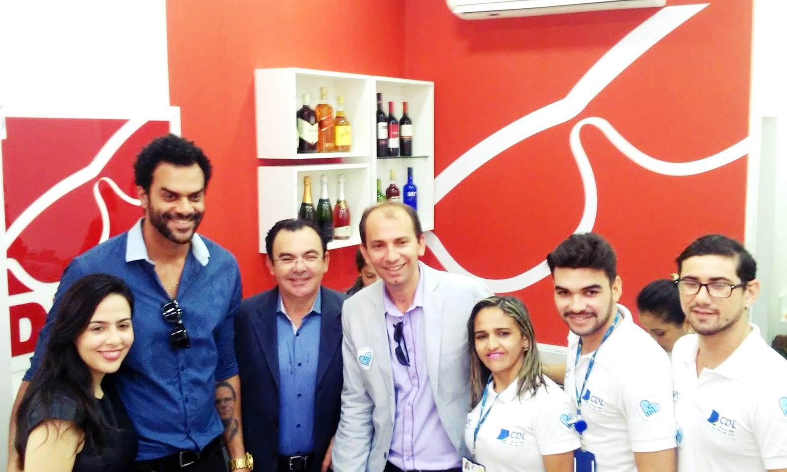 Esteve também prestigiando a mega inauguração da loja, o Sr. Arione Diniz,  no qual é presidente das mais de 850 lojas. O ex-bbb 5 Alan Passos também  esteve ... e780d4ec51
