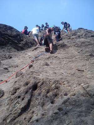 Gunung Munara Puncak Batu Belah