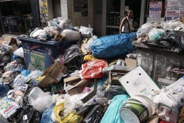 Νεκρή εργαζόμενη καθαριότητας την ώρα που μάζευε τα σκουπίδια
