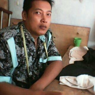 Purwanto Seorang Pria Yang Berprofesi Sebagai Penjahit Di Grobogan Jawa Tengah Membutuhkan Solusi Masalahnya Terlilit Hutang Bank Harian, Per Hari 8 Orang