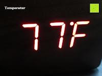 Fahrenheit: kwmobile Wecker Digital Uhr aus Holz mit Geräuschaktivierung, Temperaturanzeige und Tastaktivierung