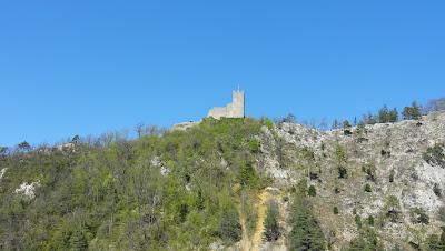 Blick zur Ruine Waldenburg bei Gerstel