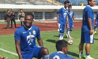 Michael Essien Kembali Berlatih Bersama Persib Bandung