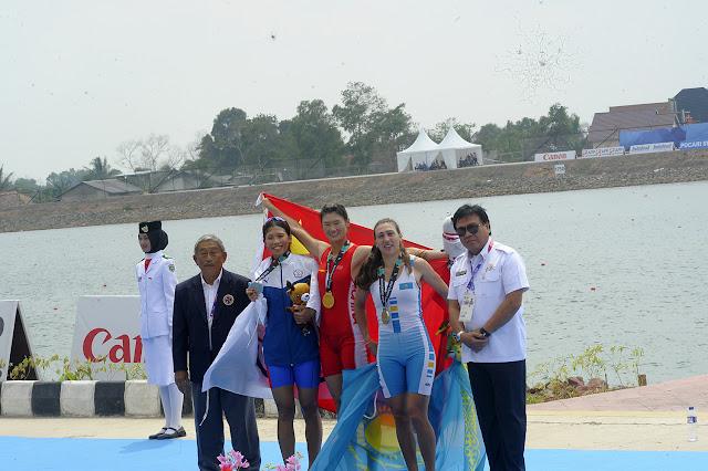 Gubernur Serahkan Bantuan kepada 16 Atlet Asian Games