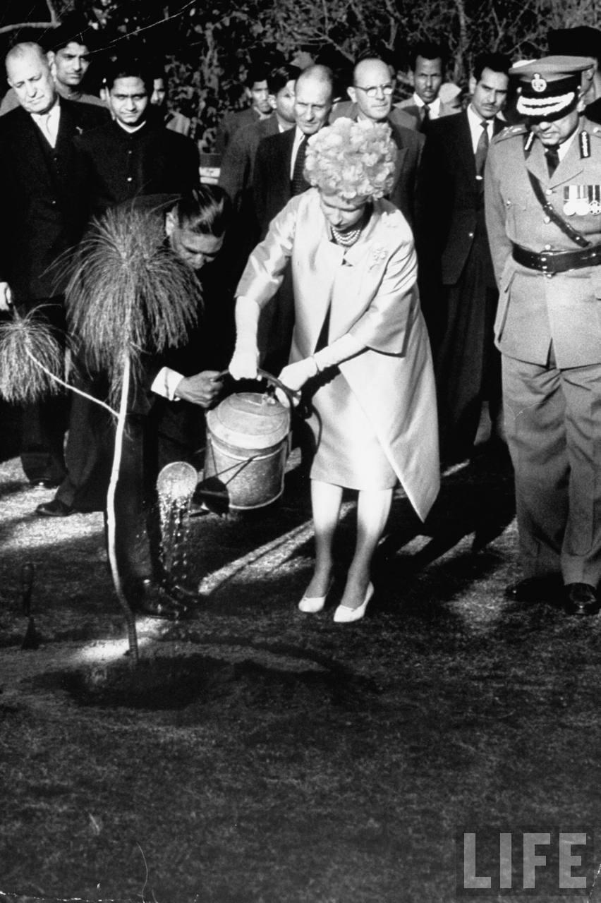 Visiting British monarch Queen Elizabeth II planting tree at Gandhi memorial.